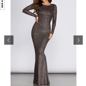 Dresses & Skirts - Stunning Sparkle Long Sleeve Open Back Dress